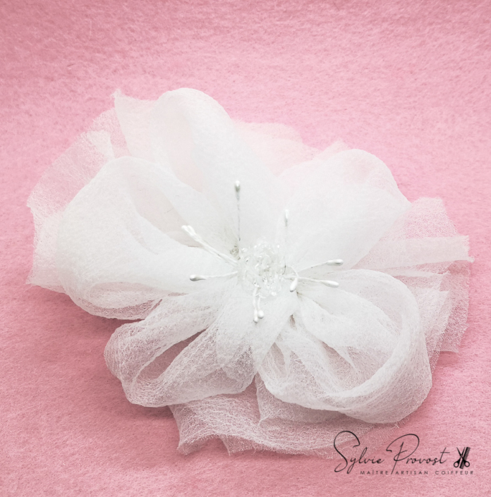 Grande fleur de tulle blanche