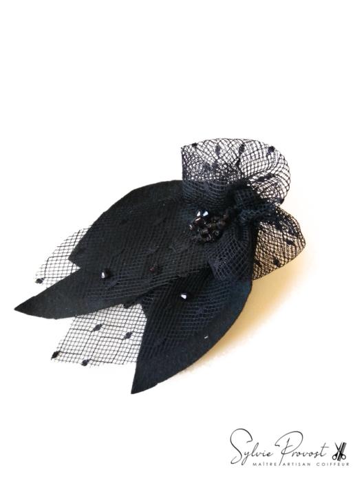 Fleur noire avec tulle et strass