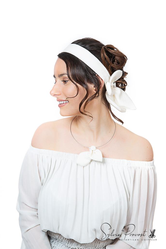 Sobre et élégant, cet accessoire peut convenir pour une mariée, une témoin, ou lors d'une soirée !